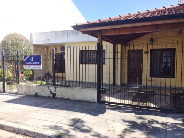 Foto Casa en Venta |  en  Temperley Este,  Temperley  Del Casal al 900