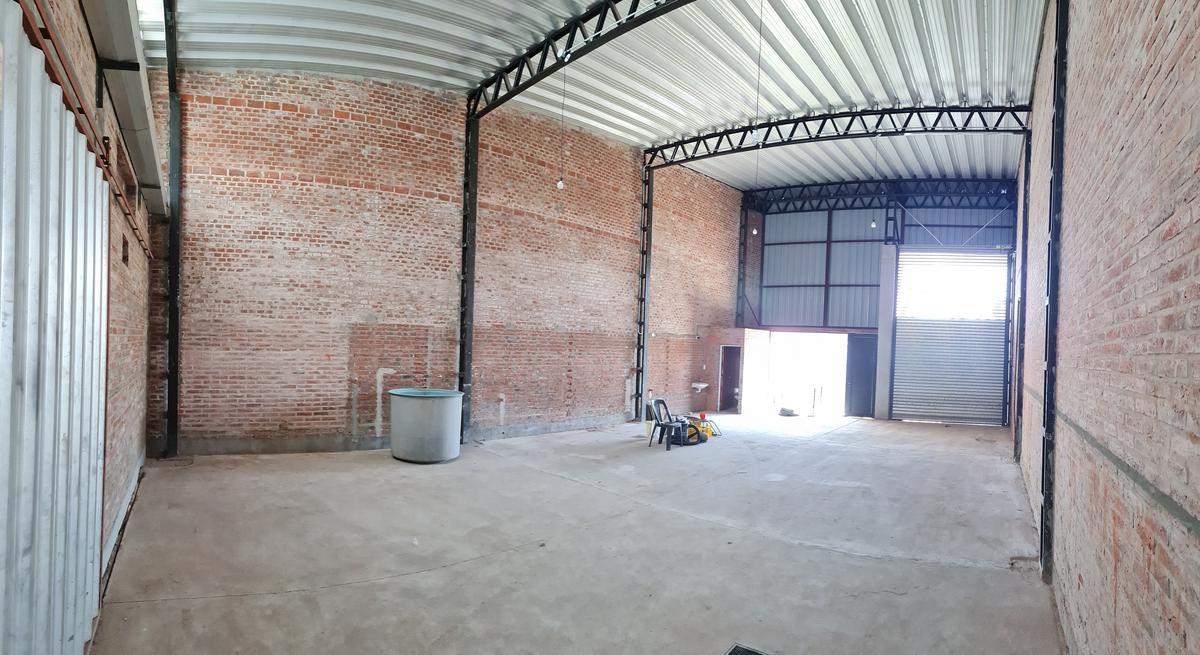Foto Galpón en Alquiler en  Santa Fe,  La Capital  GALPÓN A ESTRENAR de 230 m2 ZONA Aristóbulo del Valle y Galicia