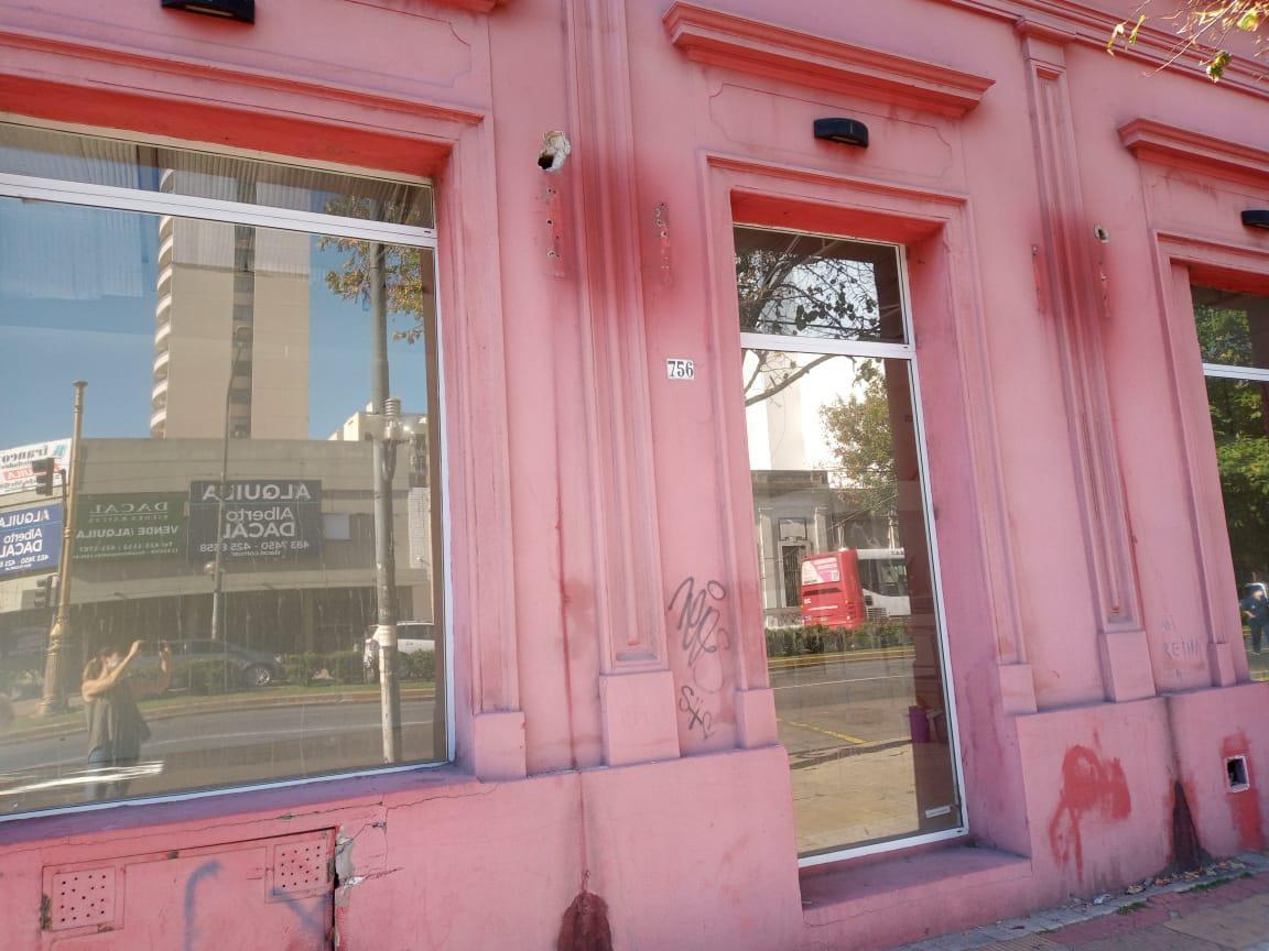 Foto Local en Alquiler en  La Plata ,  G.B.A. Zona Sur  10 esq. 44