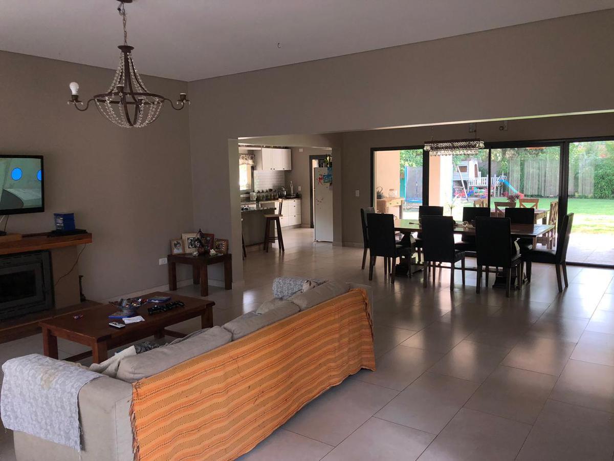 Foto Casa en Venta en  Bella Vista,  San Miguel  La Plata 3205