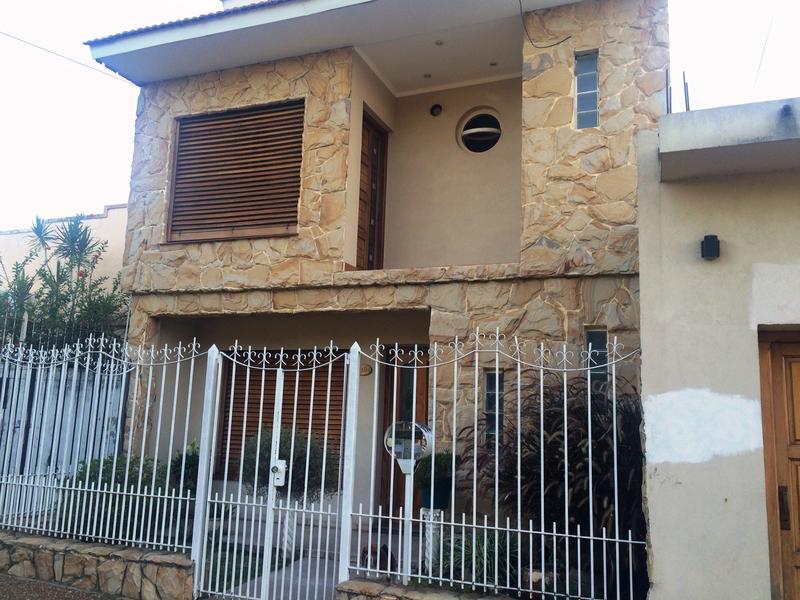 Foto Casa en Venta en  Lomas De Zamora ,  G.B.A. Zona Sur  PEREYRA LUCENA 1194