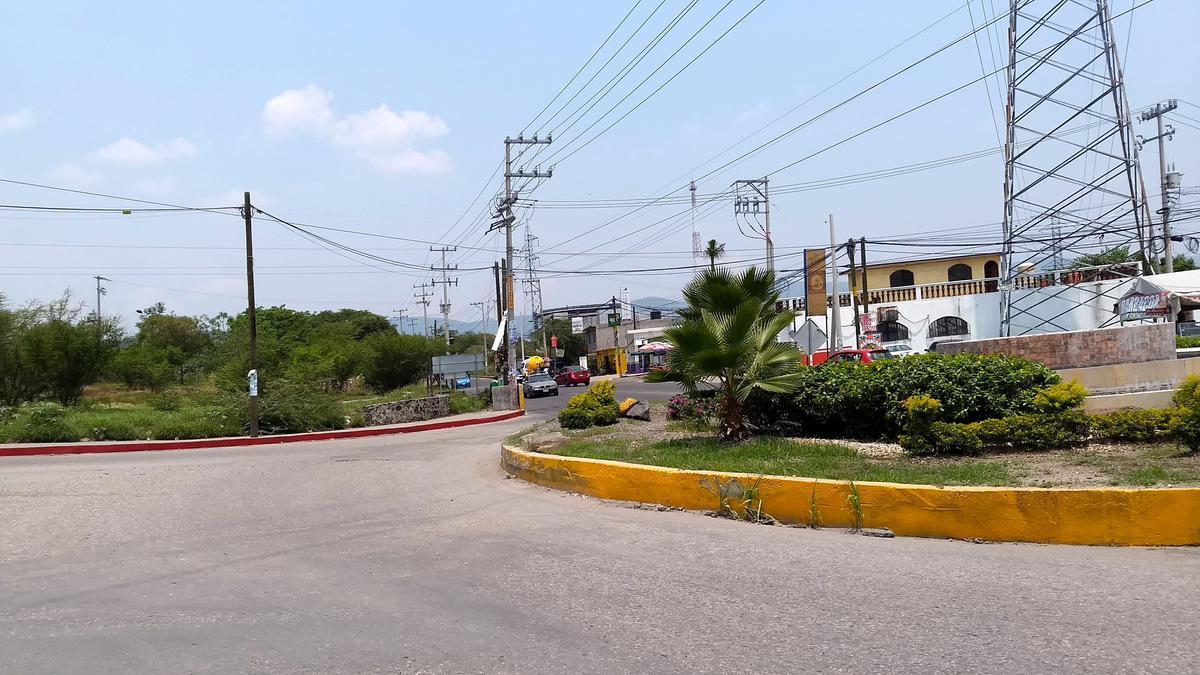 Foto Terreno en Venta en  Benito Juárez,  Emiliano Zapata  Venta Terreno Esquina Hospital del niño Emiliano Zapata