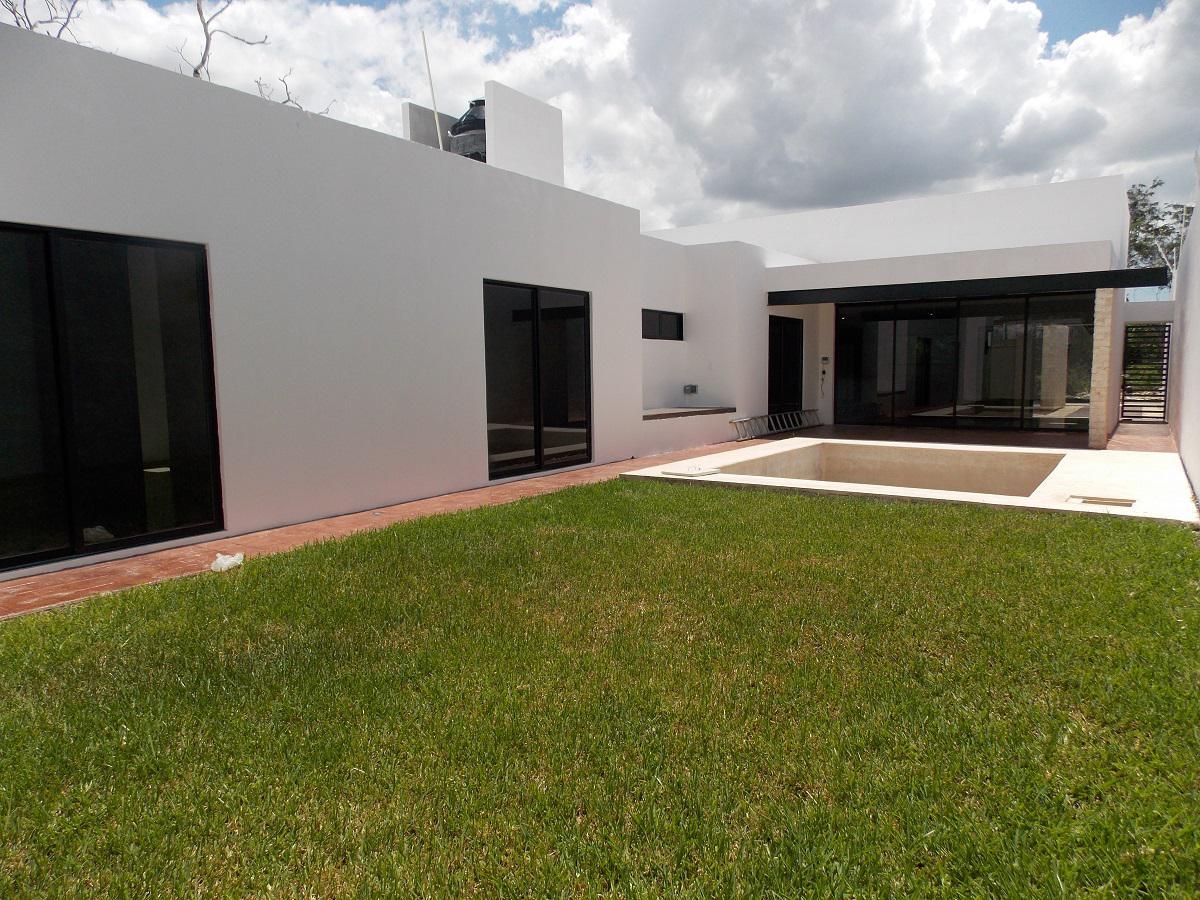 Foto Casa en Venta en  Fraccionamiento Real Montejo,  Mérida  Casa en venta L. 749 en Real Montejo con piscina y acabados de lujo