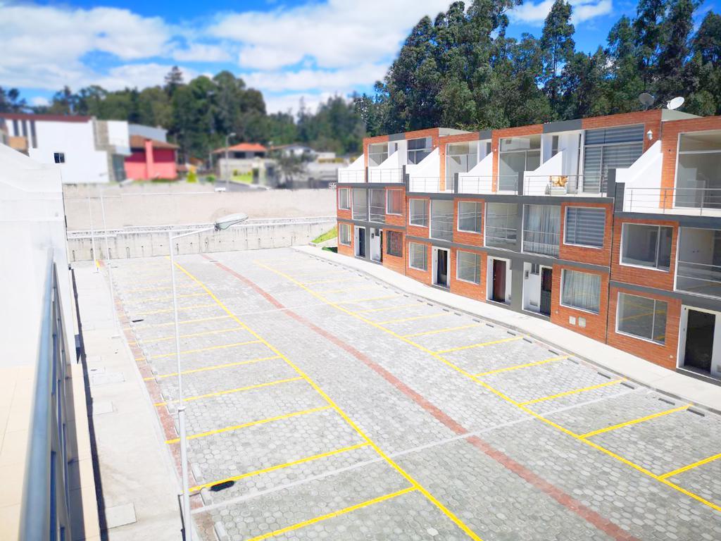 Foto Casa en Venta en  La Armenia,  Quito  Casa a Estrenar de 3 plantas - Parque Metropolitano de La Armenia - Crédito VIP BIESS