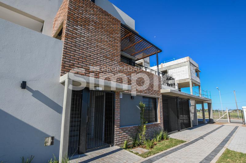 Foto PH en Alquiler en  Norte,  Rosario  Corrientes y Los Plátanos