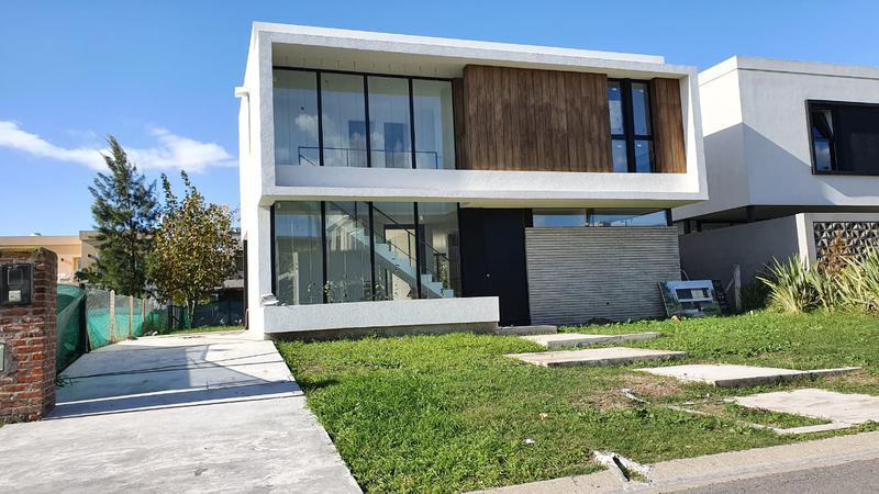 Foto Casa en Venta en  Brisas de Adrogué,  Malvinas Argentinas  Soler al 500