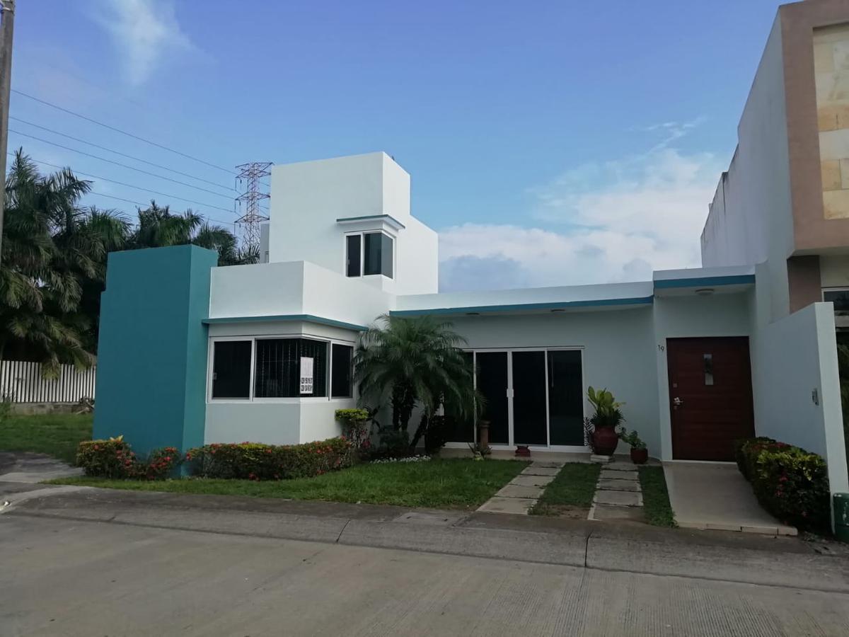 Foto Casa en Venta en  Fraccionamiento Las Palmas,  Medellín  Fracc. Las Palmas Residencial, Medellin, Veracruz - Casa de una planta en venta