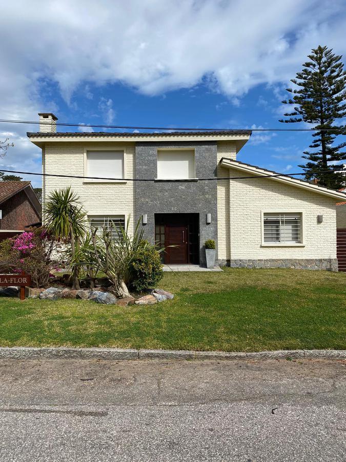 Foto Casa en Venta en  Punta del Este ,  Maldonado  URALES ENTRE AV. FRANCIA Y MAPOCHO