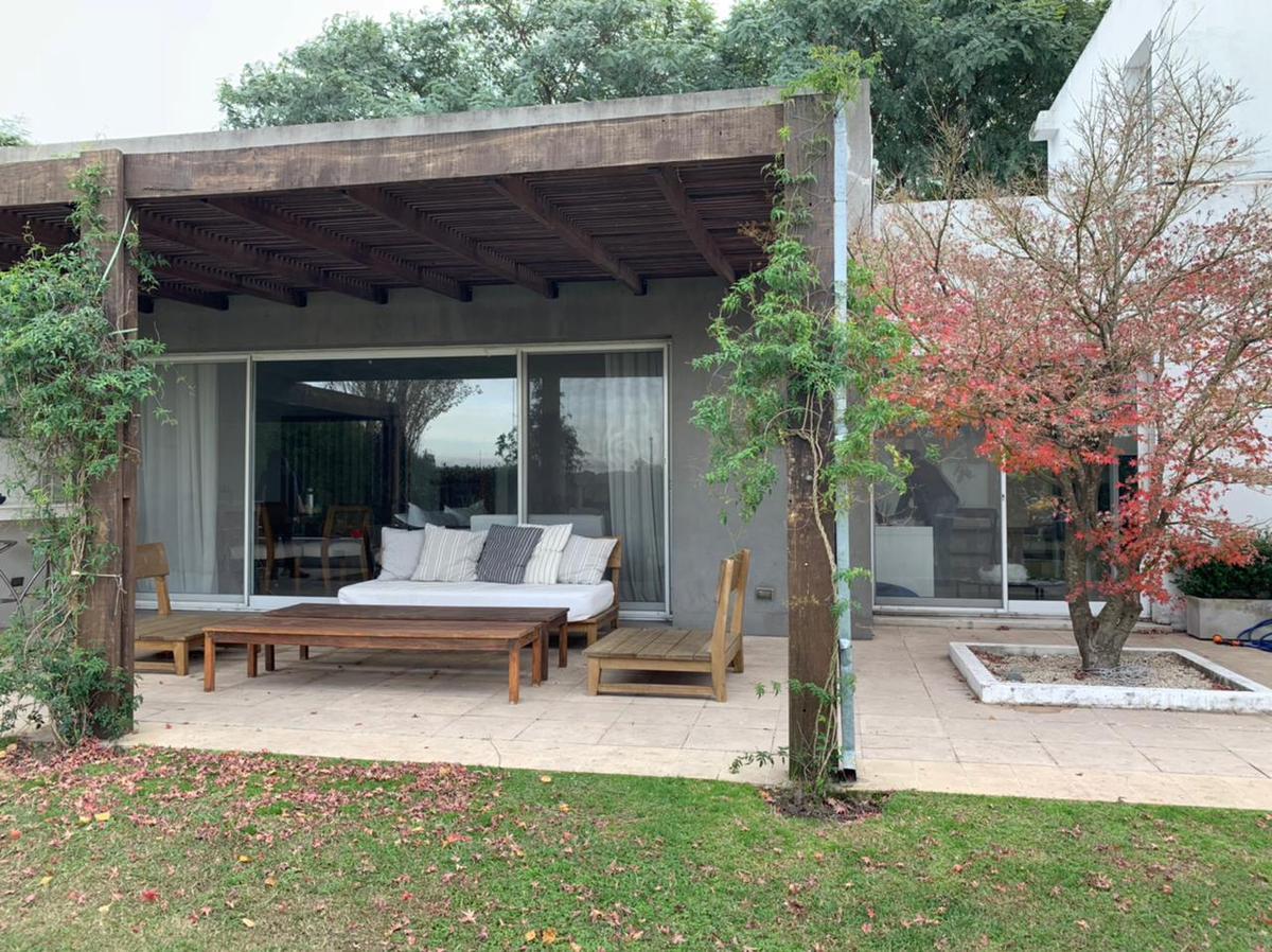 Foto Casa en Alquiler en  Santa Barbara,  Countries/B.Cerrado (Tigre)  Barrio Santa Barbara ,Corredor Bancalari al 3900