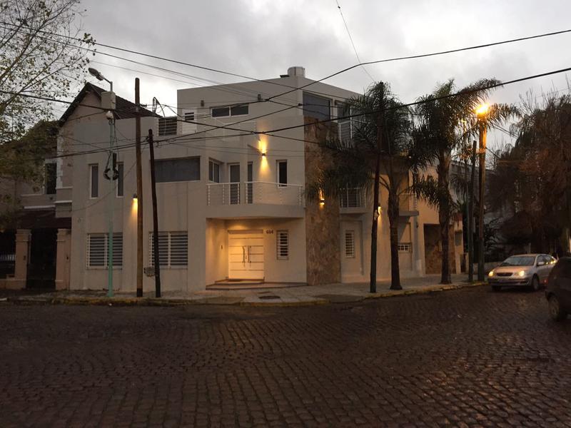 Foto Casa en Venta en  Lomas de Zamora Oeste,  Lomas De Zamora  España al 600