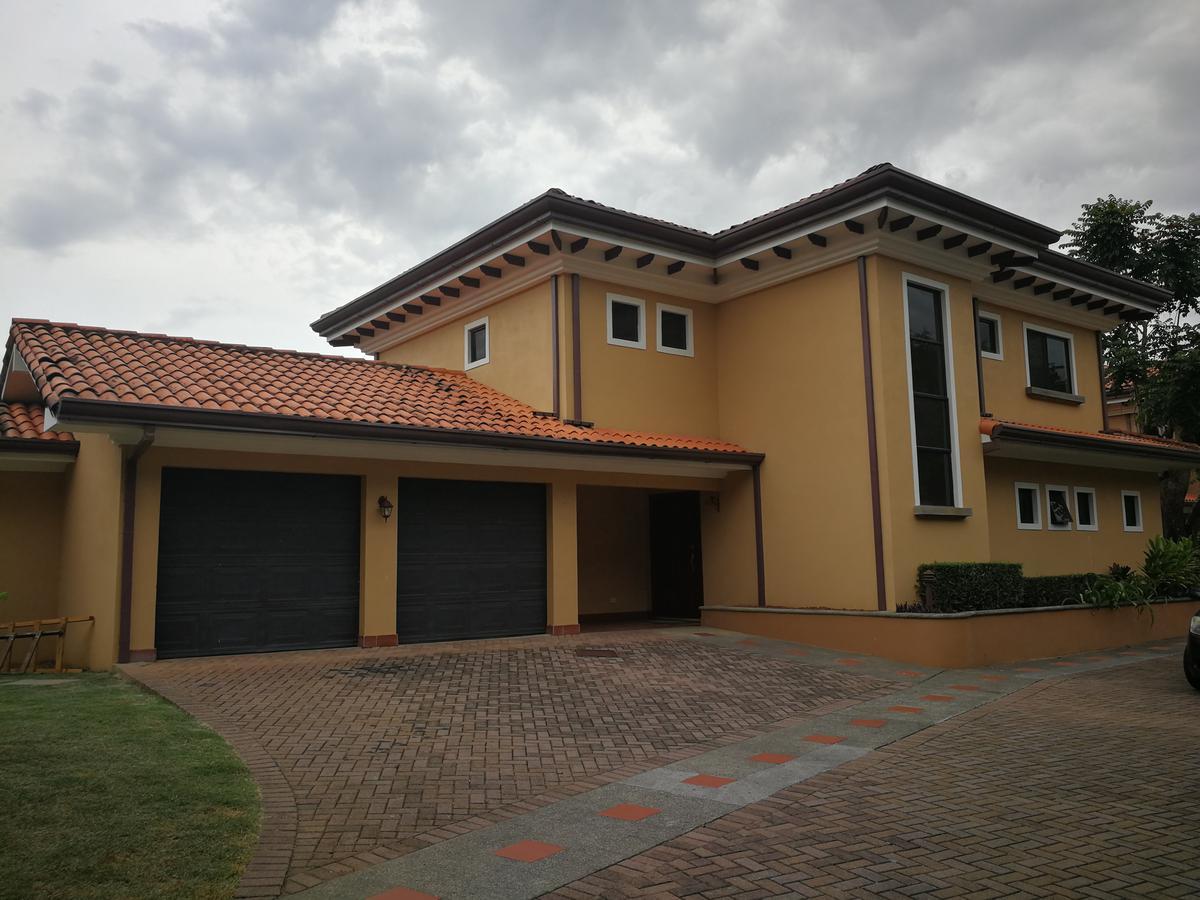 Foto Casa en condominio en Renta en  Brasil,  Santa Ana  Casa en Brasil de Santa Ana / Piscina propia / Exc vista