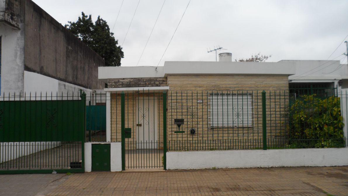 Foto Casa en Venta en  Luis Guillon,  Esteban Echeverria  LUIS DE SARRO  al 600