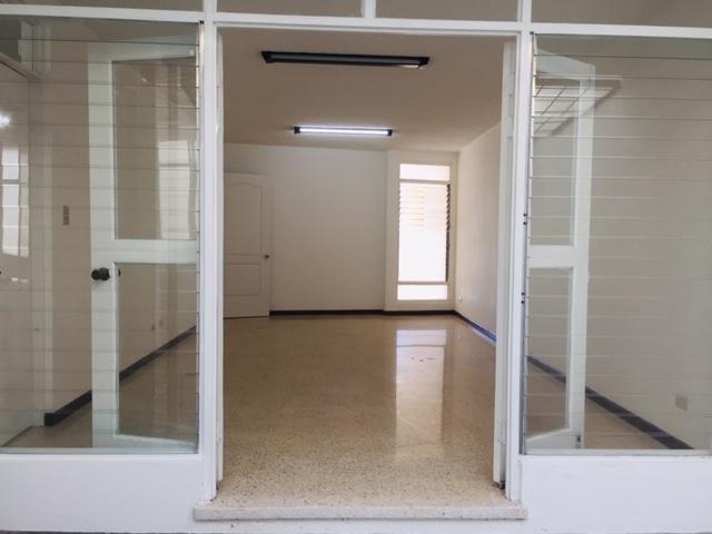Foto Casa en Renta en  Mata Redonda,  San José  Sabana Norte / Independiente / 3 habitaciones + Servicio + Sala de TV / Iluminación Natural