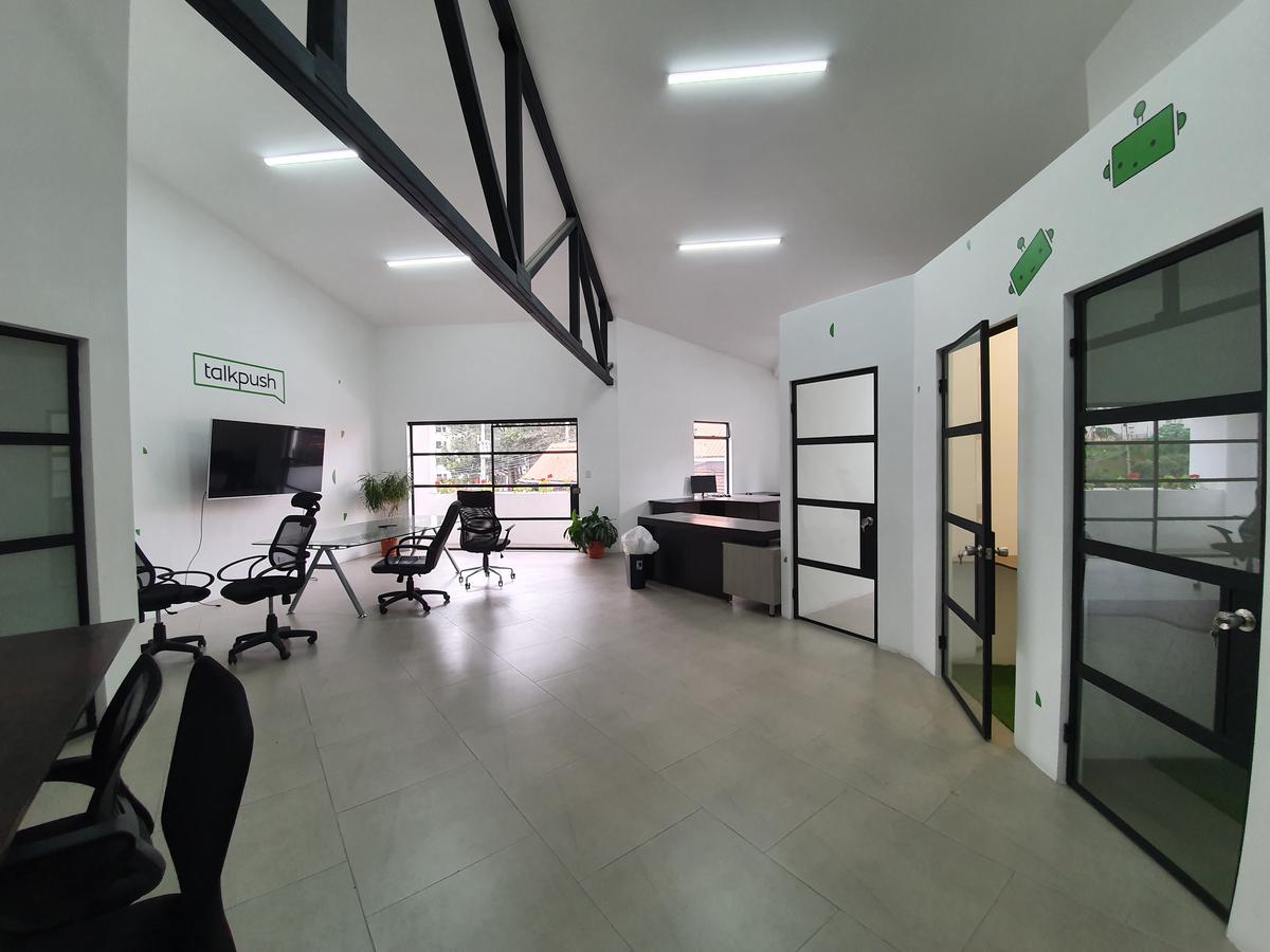 Foto Oficina en Renta en  Mata Redonda,  San José  Sabana Norte / 130 m2 / Cielos altos / Vista