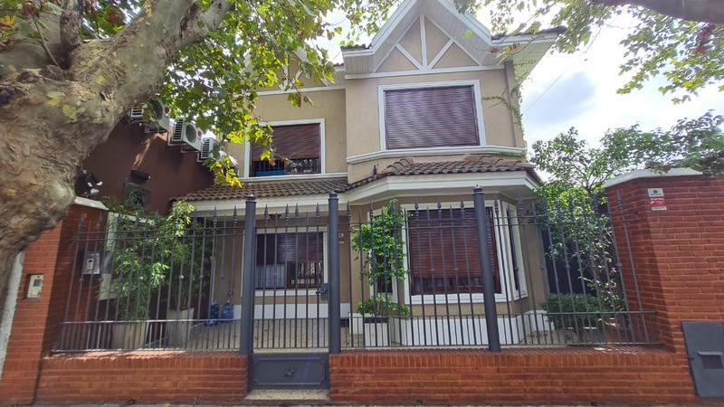 Foto Casa en Venta en  Temperley Oeste,  Temperley  Profesor Mariño al 800