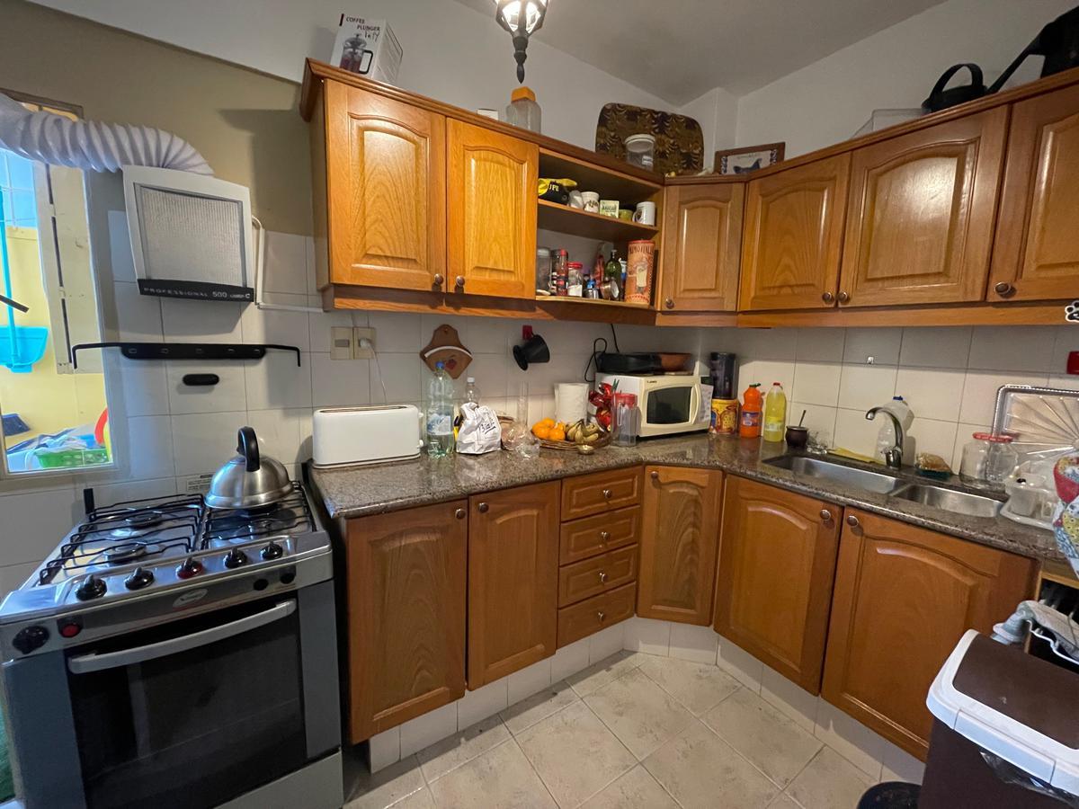 Foto Apartamento en Venta en  Pocitos ,  Montevideo  2 dormitorios 1 baño. Terraza