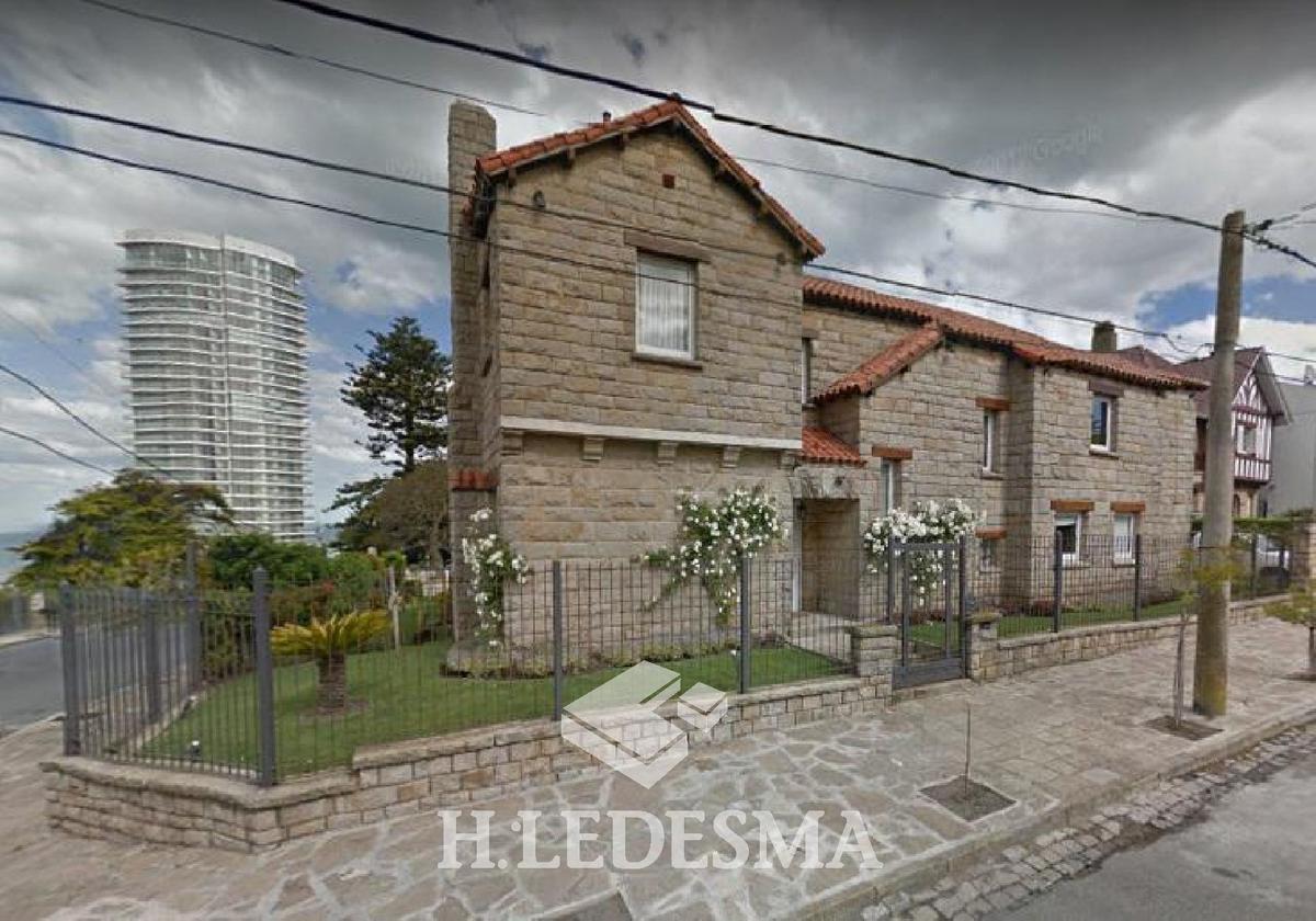 Foto Casa en Venta en  Playa Grande,  Mar Del Plata  ALEM 2800