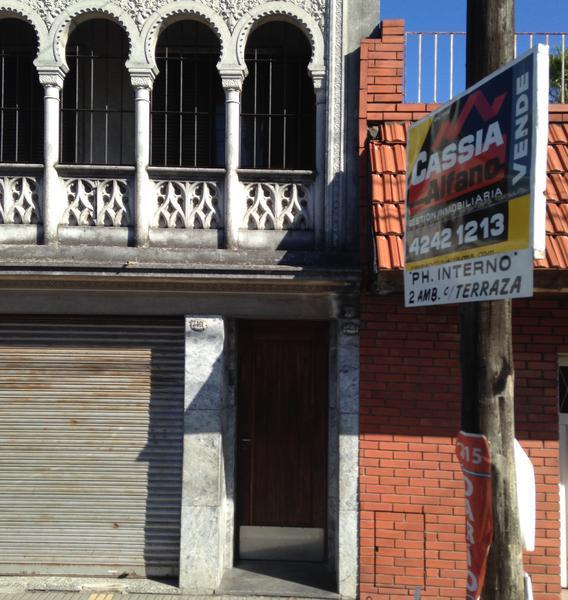 Foto PH en Venta en  Lanús Oeste,  Lanús  CAVOUR 3459
