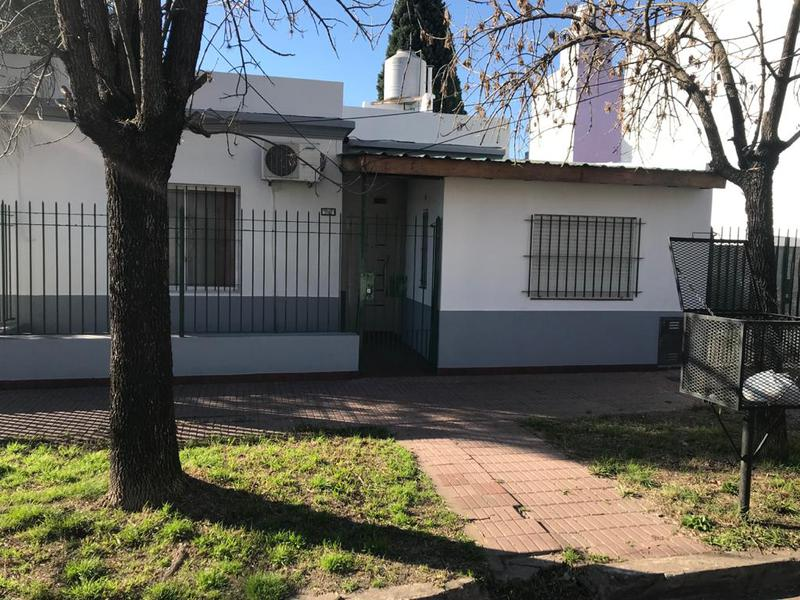 Foto Casa en Venta en  Banfield Oeste,  Banfield  Godoy Cruz 1121