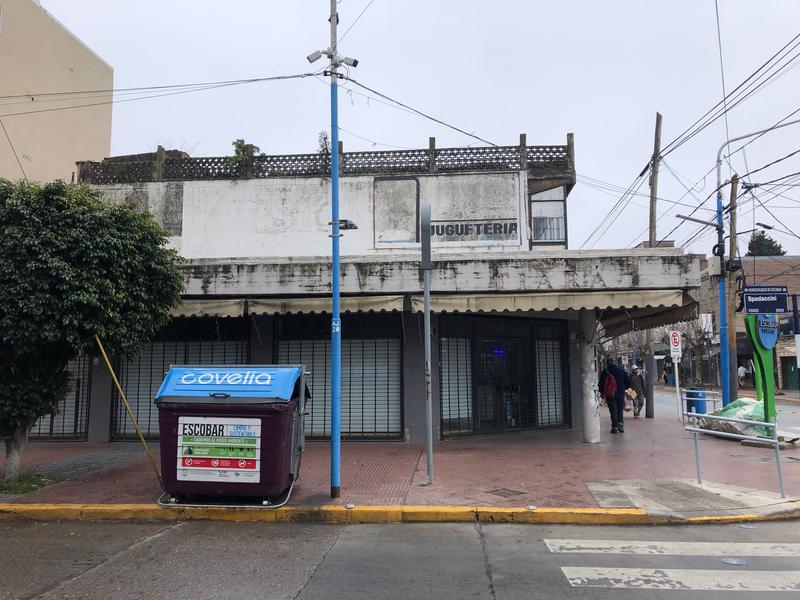Foto Local en Venta en  Belen De Escobar,  Escobar  EXCELENTE ESQUINA COMERCIAL EN ESCOBAR. RIVADAVIA Y SPADACCINI.!!!