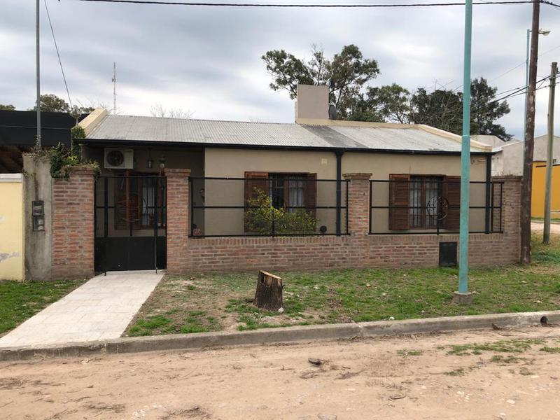 Foto Casa en Venta en  Sarmiento (Lujan),  Lujan  Reyna Nº 415