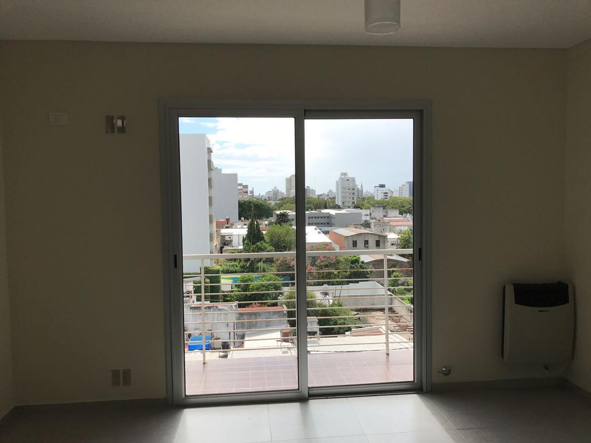 Foto Departamento en Alquiler en  La Plata ,  G.B.A. Zona Sur  13 e/ 62 y 63