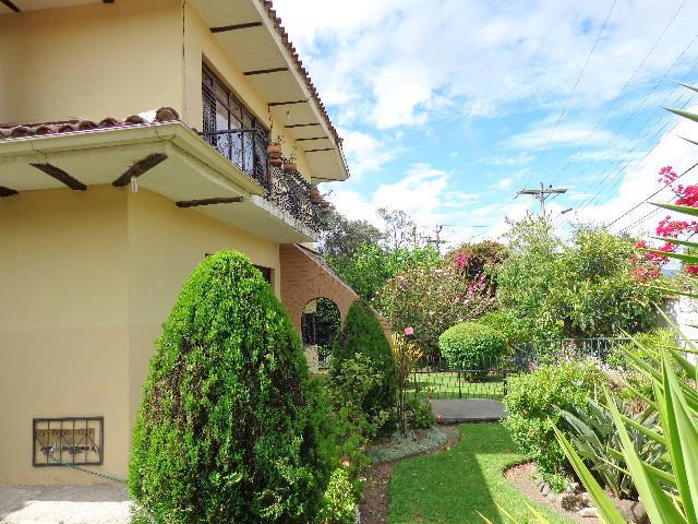 Foto Casa en Venta en  Cañaribamba,  Cuenca  Av. 24 de Mayo