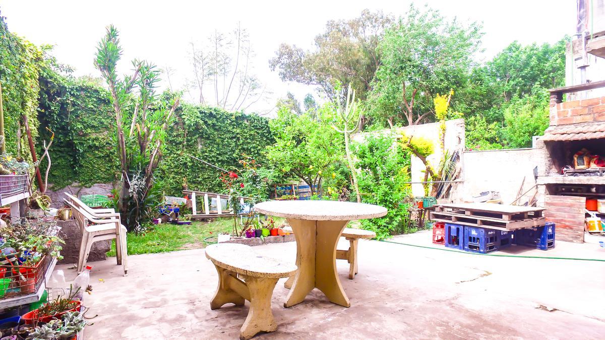 Foto Casa en Venta en  Empalme Graneros,  Rosario  Juan B Justo al 2100