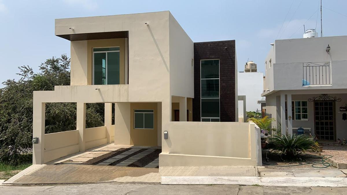 Foto Casa en Venta en  Loma Alta,  Tampico  Casa en venta en Col. Loma Alta, Tampico.