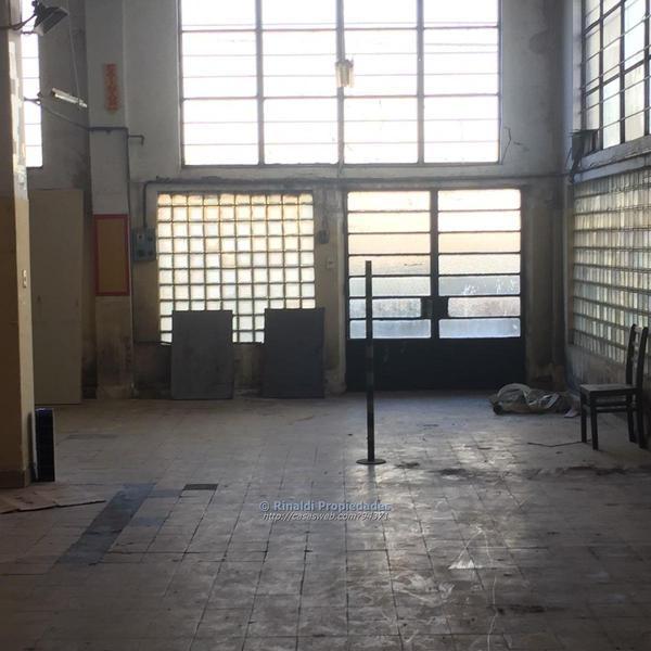 Foto Local en Venta en  La Comercial ,  Montevideo  La Comercial