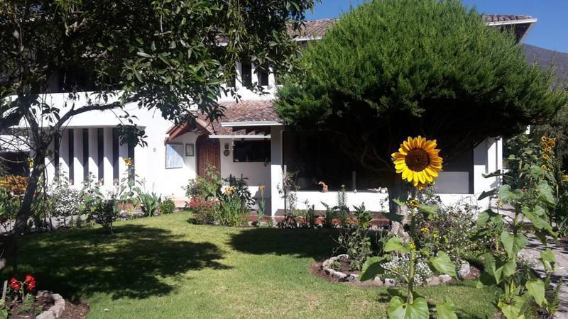 Foto Casa en Venta en  Mitad del Mundo,  Quito  LA Pampa Calle DE LOS Ciruelos