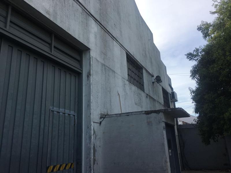 Foto Depósito en Alquiler en  Mataderos ,  Capital Federal  Alquiler galpón, depósito, doble frente, 450 m2 cubiertos, más 160 m. descubiertos de pulmón, Gral Paz al 13.500, mataderos.