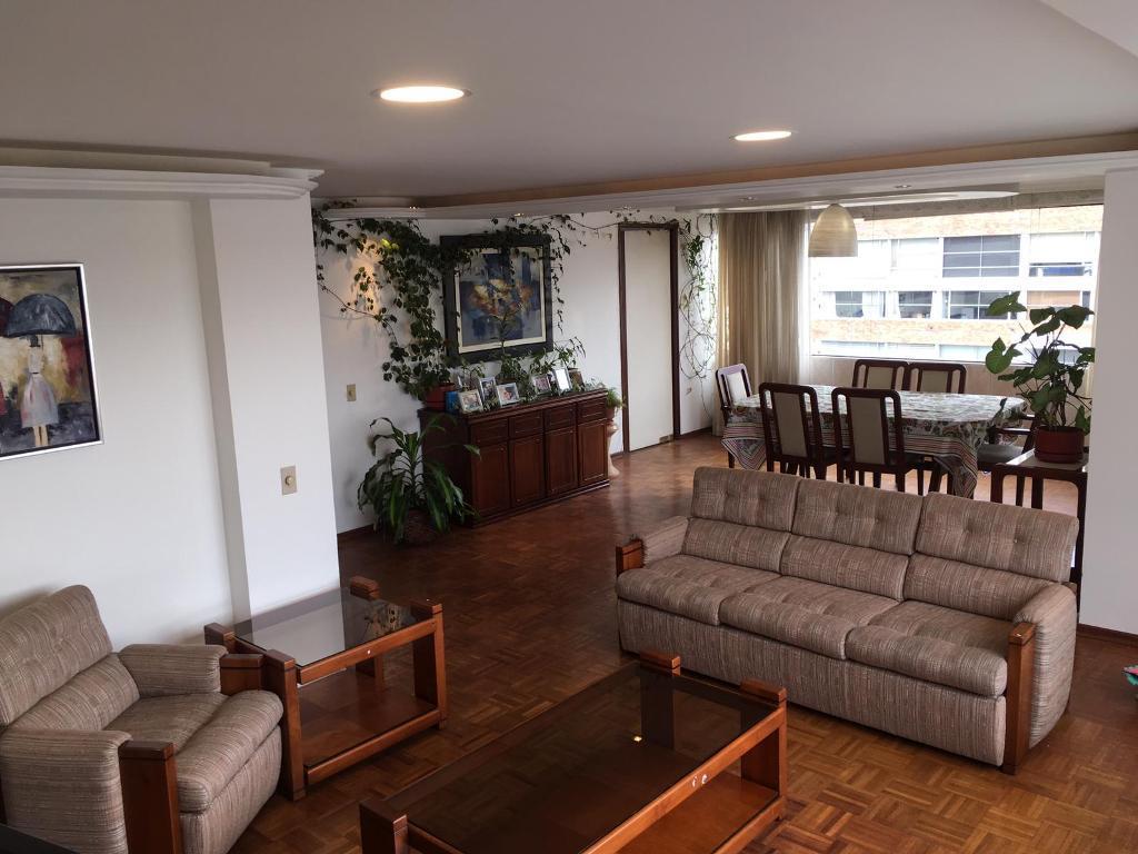 Foto Departamento en Venta en  El Batán,  Quito  El Batán, cerca Megamaxi, amplio departamento de venta o renta