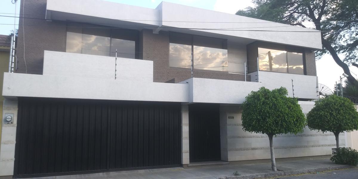Casa en renta excelente ubicación colonia AndradeLeón Gto.