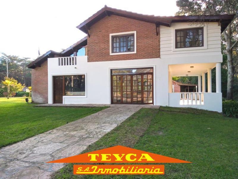 Foto Casa en Venta en  Pinamar ,  Costa Atlantica  DE LOS Langostinos 1316
