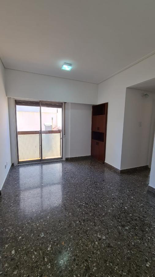 Foto Departamento en Alquiler en  Avellaneda ,  G.B.A. Zona Sur  Güemes al 100