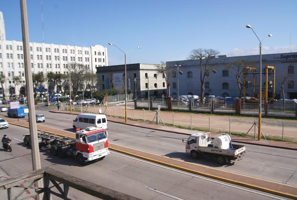 Foto Local en Alquiler en  Ciudad Vieja ,  Montevideo  Rambla 25 de Agosto al 1500