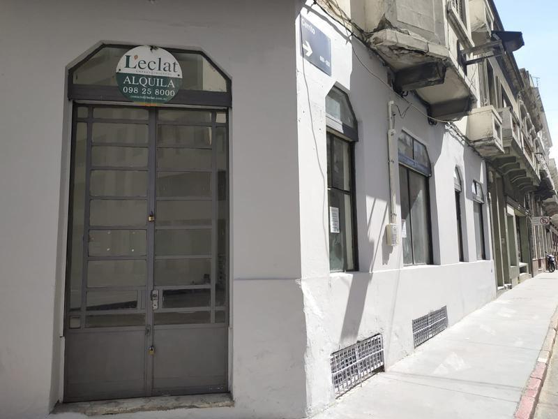 Foto Local en Alquiler en  Ciudad Vieja ,  Montevideo                  Juan Carlos Gómez y Cerrito - El Bajo de Ciudad Vieja
