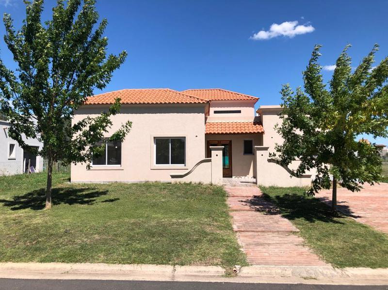 Foto Casa en Alquiler en  Santa Juana,  Canning (E. Echeverria)  Juana de Arco 6700