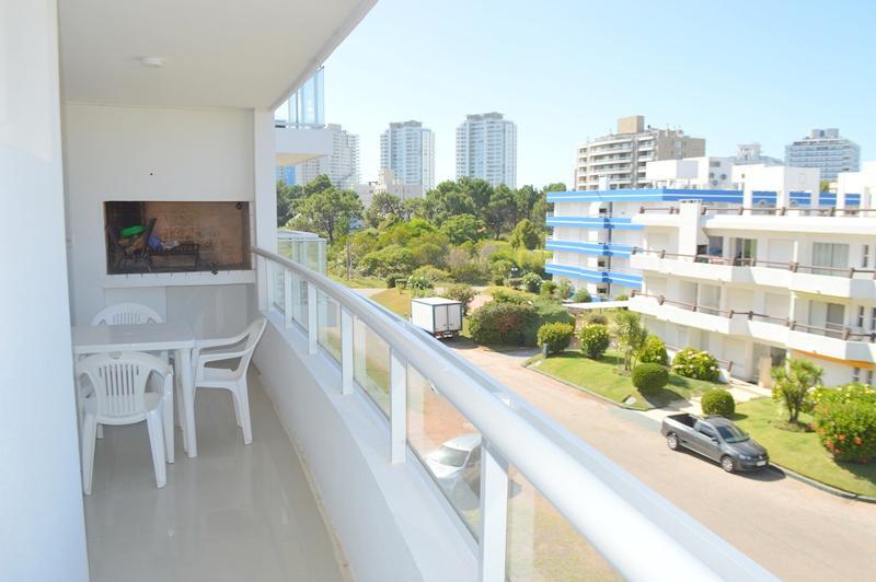 Foto Departamento en Venta en  Playa Brava,  Punta del Este  Apartamento de 2 dormitorios con Parrillero