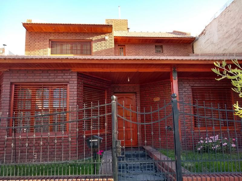 Foto Casa en Venta en  Cipolletti,  General Roca  Paraguay al 500
