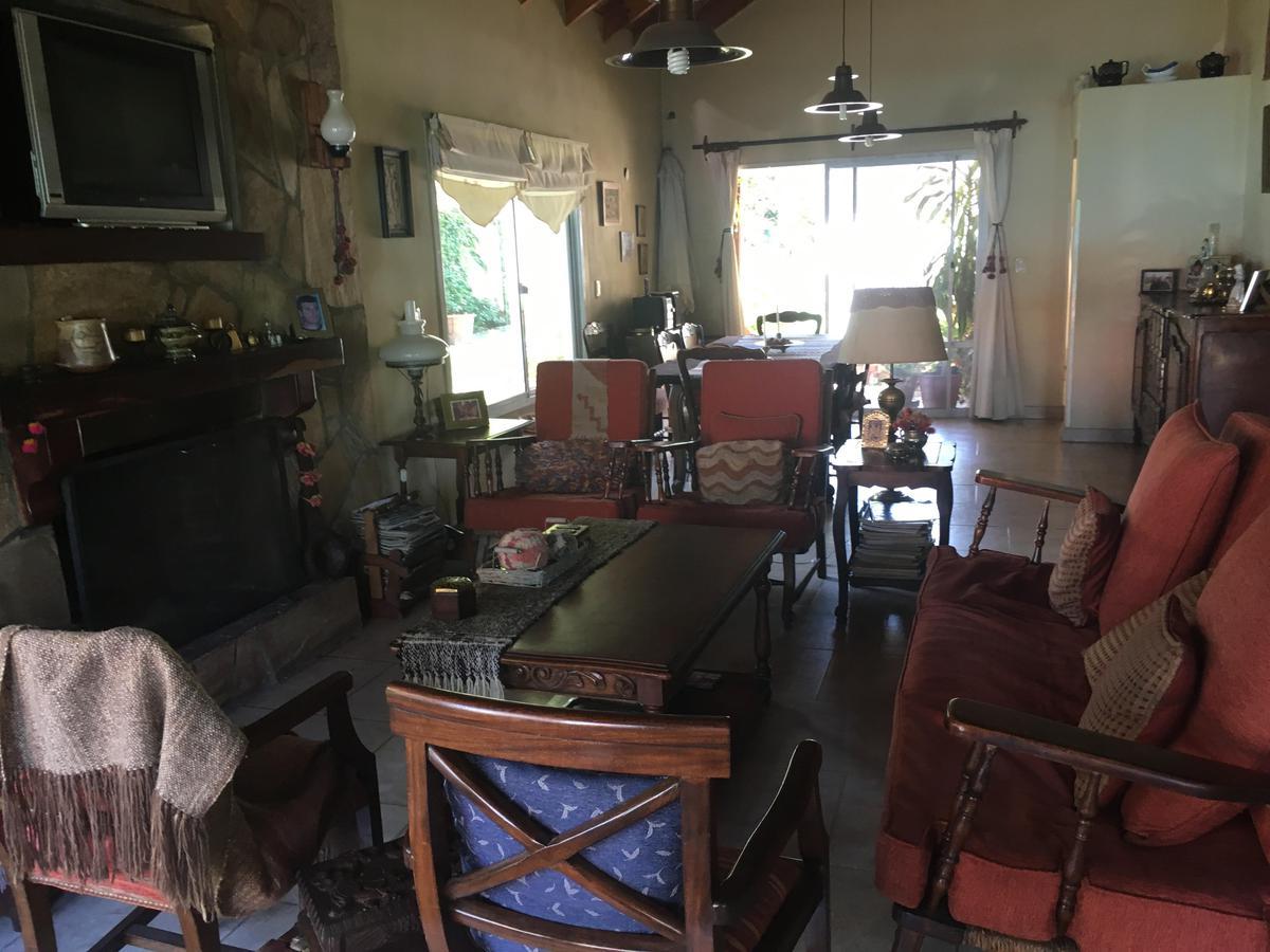 Foto Casa en Venta en  El Patacon,  Countries/B.Cerrado  Saravi al 3000