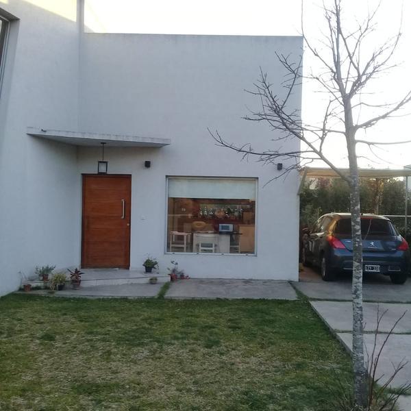 Foto Casa en Alquiler en  La cañada de Pilar,  Countries/B.Cerrado (Pilar)  Barrio Los Tilos