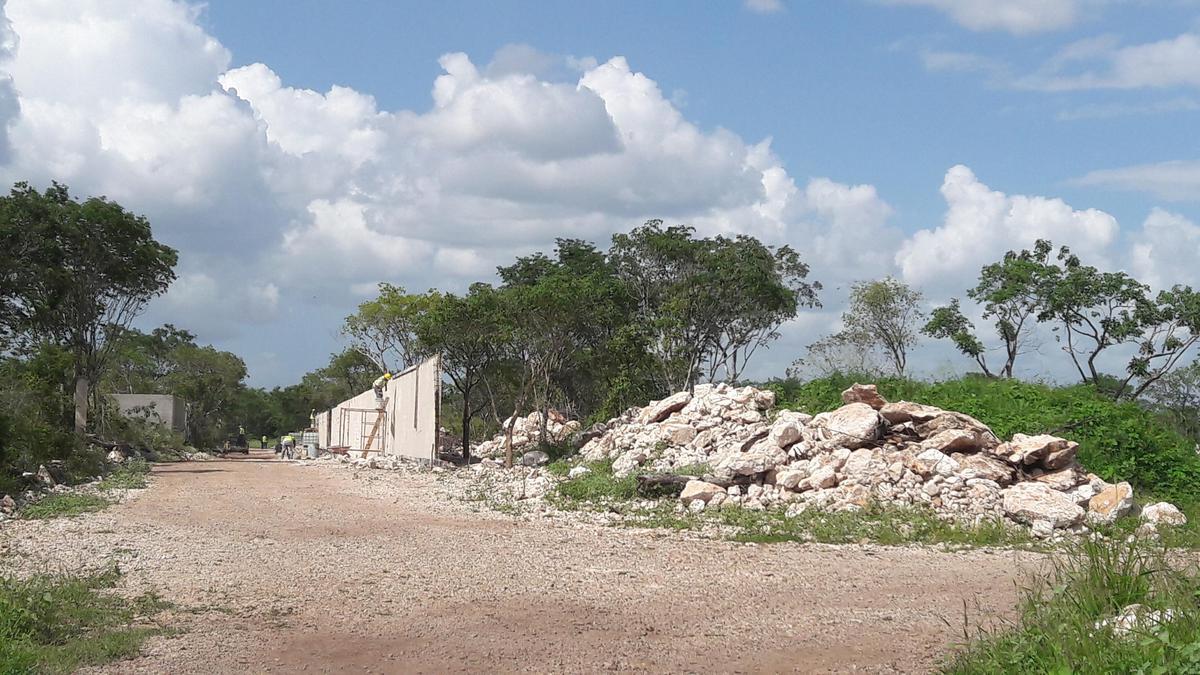 Foto Terreno en Venta en  Pueblo Cholul,  Mérida  Terreno en venta en Merida en Cholul antes del pueblo 20x50 m.