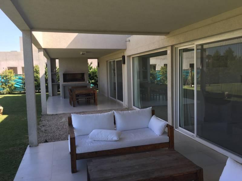 Foto Casa en Venta en  El Golf,  Nordelta  El Golf al 100