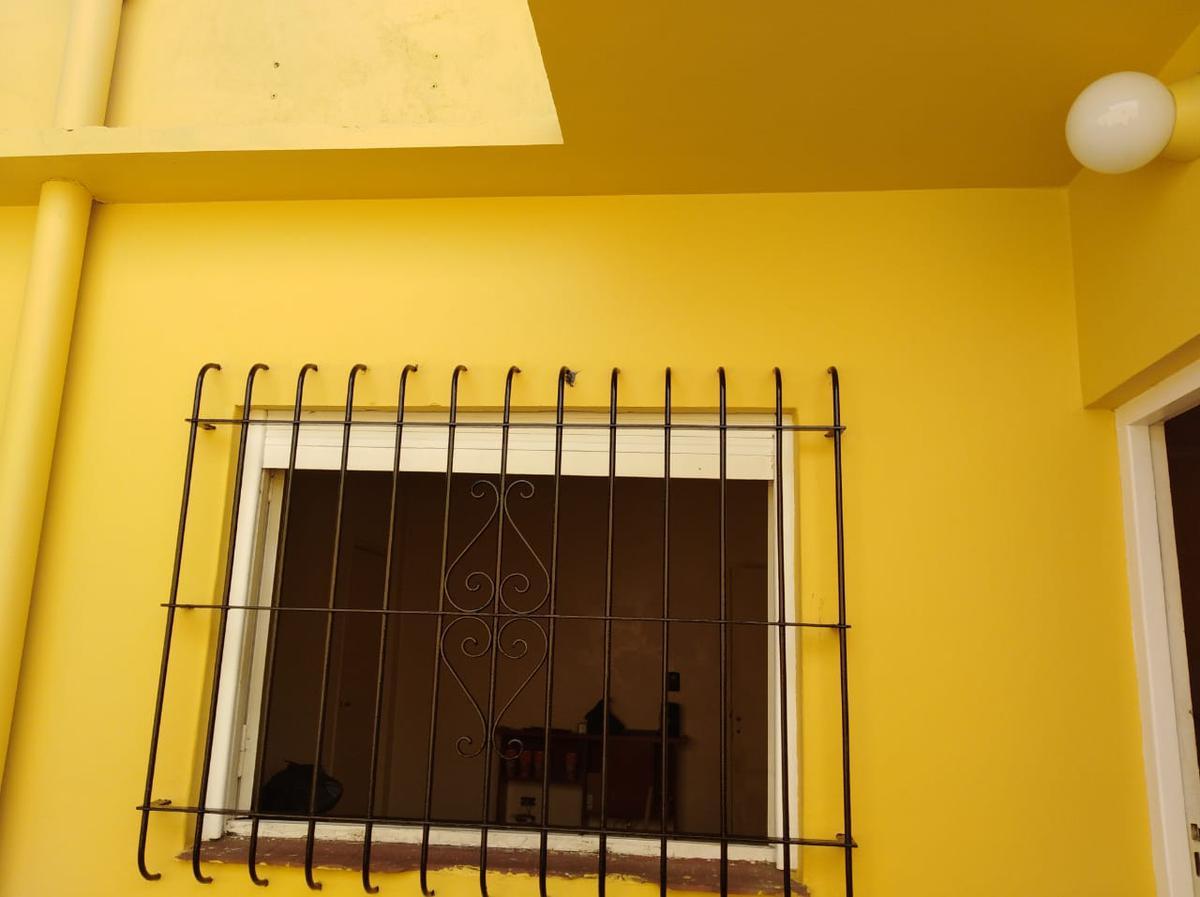 Foto Casa en Venta en  Moron ,  G.B.A. Zona Oeste  Pellegrini 1195