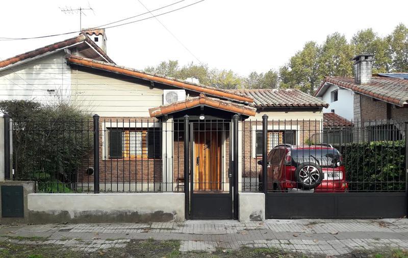 Foto Casa en Venta en  Adrogue,  Almirante Brown  BOUCHARD 1848, entre Erezcano y plaza azopardo