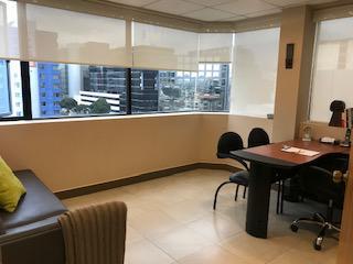 Foto Oficina en Alquiler en  Norte de Quito,  Quito  Av Amazonas y Gaspar de Villaroel - Sector Clinica de la Mujer