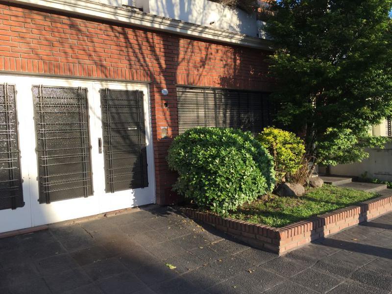 Foto Casa en Venta en  Banfield Este,  Banfield  Alsina 152