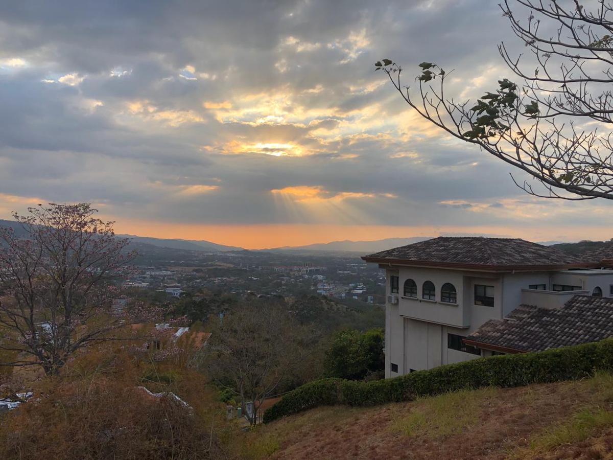 Foto Terreno en Venta en  Santana,  Santa Ana  Villa Real / Área de conservación al lado